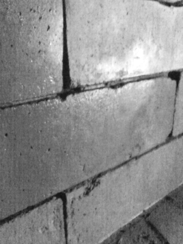 Стена до обработки Антигидрон марки 1